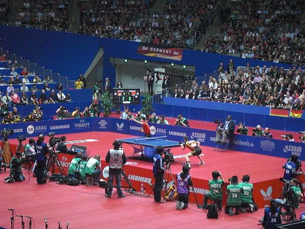 Timo Boll gegen Zhang Jike beim Mannschafts WM Finale 2012 in Dortmund